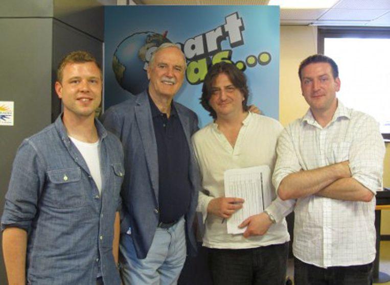 John Cleese bij het 'Smart As...'-team Beeld Playstation
