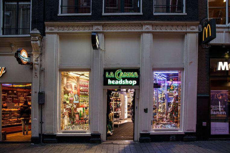 Een winkel op de Nieuwendijk Beeld Carly Wollaert