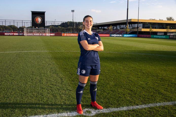 Lynn Groenewegen is klaar voor de training bij Feyenoord Vrouwen.