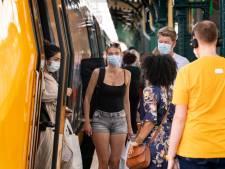 Een mondkapje in Brabants bont, dan weet je dat je op het station van Den Bosch bent