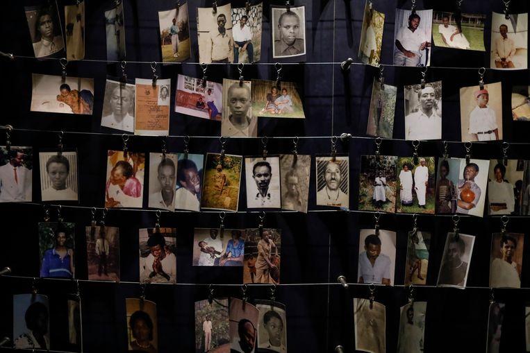 Foto's van slachtoffers van de genocide in het Kigali Genocide Memorial Centre in Rwanda. Beeld EPA