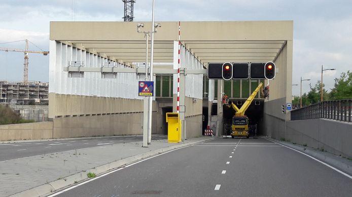 De Stadsbaantunnel is voorlopig nog afgesloten voor verkeer.