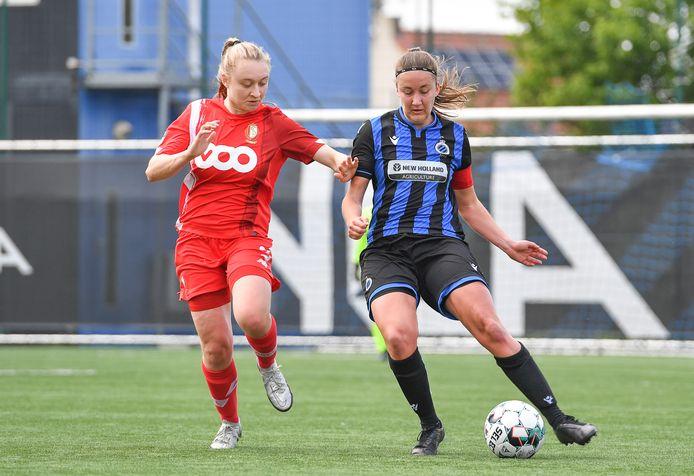 Ellen Martens (r.) speelde een dijk van een wedstrijd tegen Standard Luik.