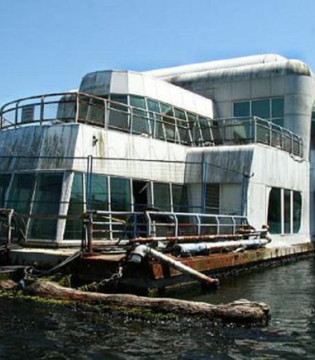 Depuis 30 ans, un McDo abandonné flotte dans la baie de Vancouver