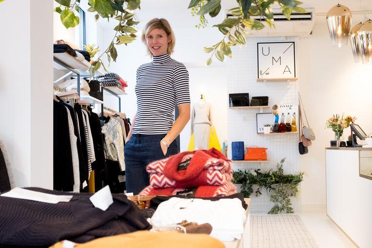 Loesje De Vriese in haar kledingwinkel UMA.