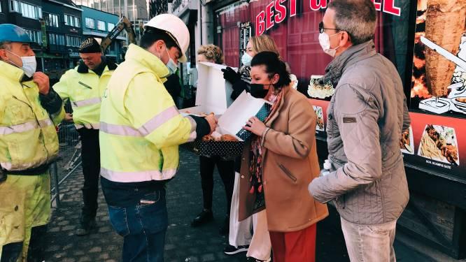 Mooi gebaar: winkeliers Molenstraat trakteren straatarbeiders op koffiekoeken
