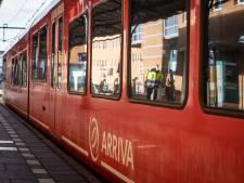 Treinverkeer tussen Arnhem en Zevenaar ligt plat door aanrijding op spoor in Duiven