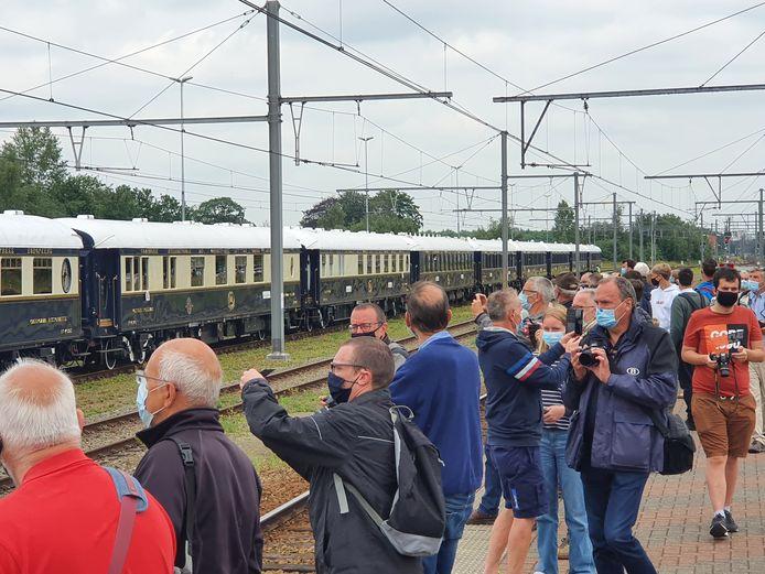 De Oriënt Express stopte ruim driekwartier in het station van Essen. Centraal-Station in Antwerpen haalde de wereldberoemde trein helaas niet.