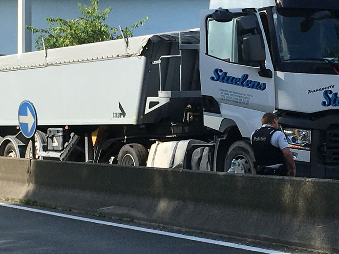 Verkeersongeval met vrachtwagen op de buitenring ter hoogte van Drongen