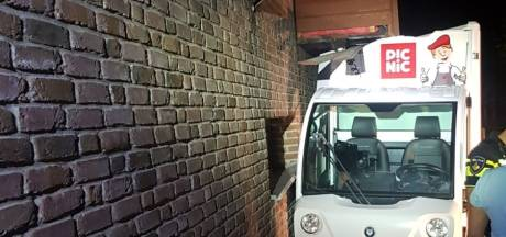 Picnic-auto ramt huis in Utrecht
