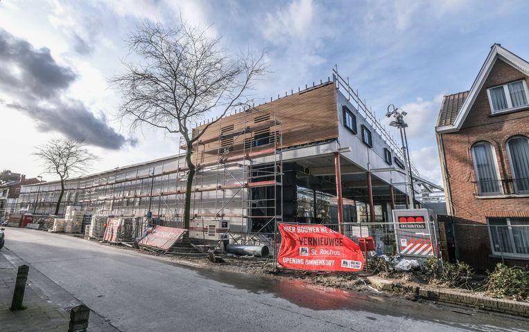 De nieuwe Delhaize in de Loofstraat krijgt stilaan vorm