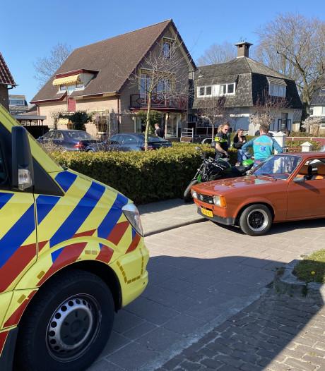 Motorrijder klapt achter op auto in Voorthuizen