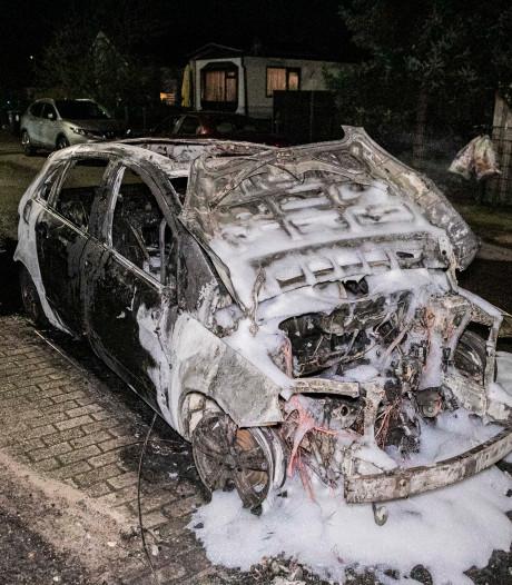 Geparkeerde auto in brand in Malden, jerrycan aangetroffen