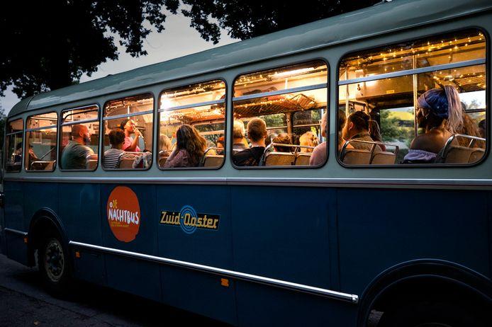 De Nachtbus tijdens de eerste tocht door nachtelijk Eindhoven.