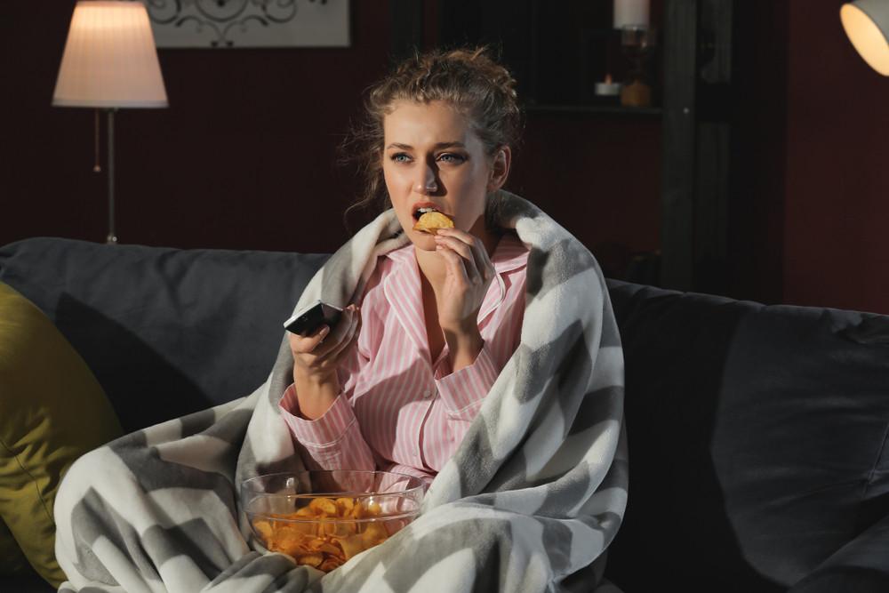 Foto ter illustratie. Oververmoeide werknemers vallen eerder ten proo aan 'kleine verslavingen' als overmatig eten.