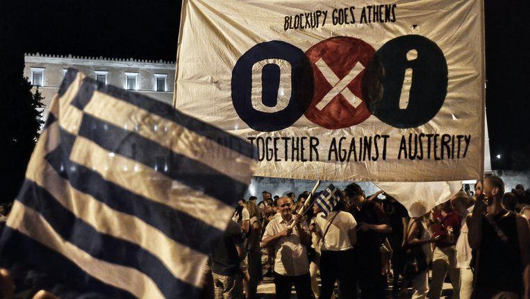 Supporters van het nee/oxi-kamp op de Griekse straten. Beeld GETTY