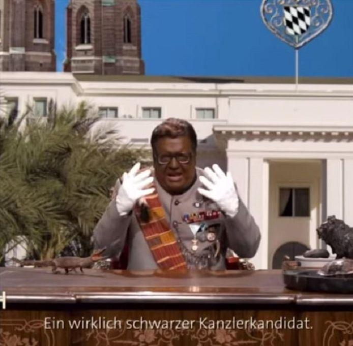 Cabaretier Helmut Schleich gaf als de fictieve Afrikaanse dictator Maxwell Strauss - een karikatuur van een vroegere Duitse politicus - coronatips aan Duitsland.