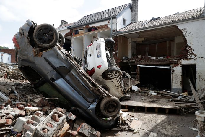 Spectacle de désolation à Pepinster, où de nombreuses maisons ont été littéralement éventrées.