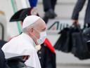 Paus Franciscus vlak voor zijn vertrek vanaf de internationale luchthaven Fiumicino bij Rome.