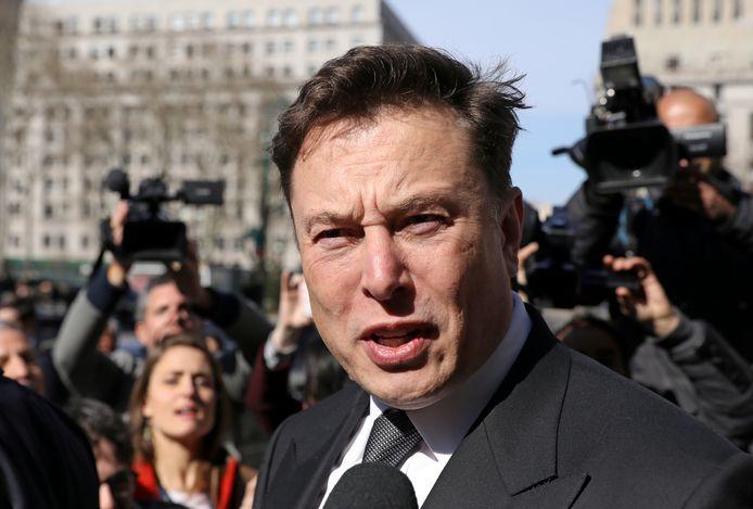 Tesla-topman Elon Musk verlaat het gerechtsgebouw in Manhattan na een hoorzitting in zijn zaak tegen de Amerikaanse beurswaakhond SEC.