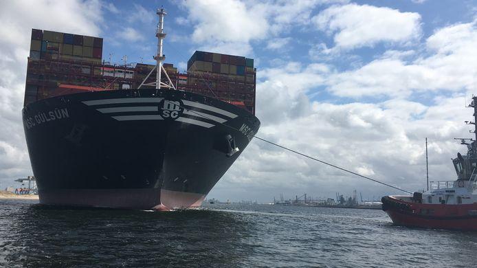 De MSC Gülsün voer in september de Rotterdamse haven binnen. Het is het grootste containerschip van dit moment.