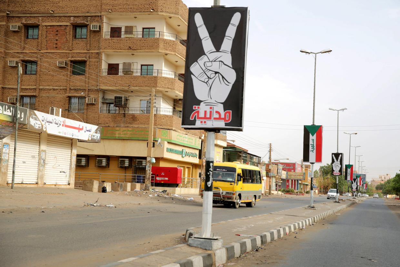 Een bijna verlaten straat in Khartoem in de nasleep van het gewelddadig neergeslagen volksprotest.