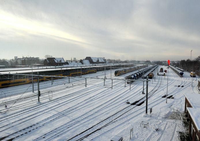 Vanuit de nieuwe seinzaal is het uitzicht over het emplacement weids. IPTCBron  BNDESTEM  Roosendaal spoor nieuw seinhuis;Roosendaal;NEDERLAND