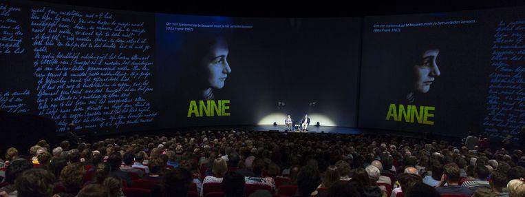 Op 4 en 5 mei zijn extra voorstellingen van het toneelstuk Anne te zien Beeld anp