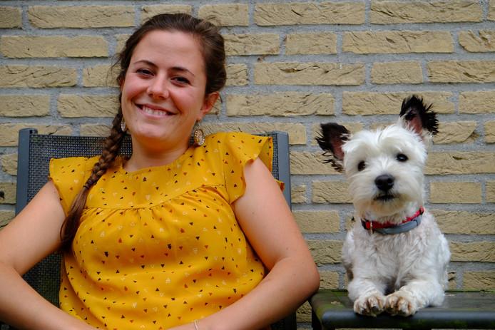 Eva Beeler met haar hond Daya, die Idefix speelt in de film over Asterix en Obelix