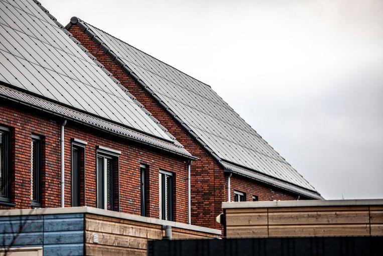 Zonnepanelen op de laagbouwwoningen van De Kroon. Beeld Raymond Rutting / de Volkskrant