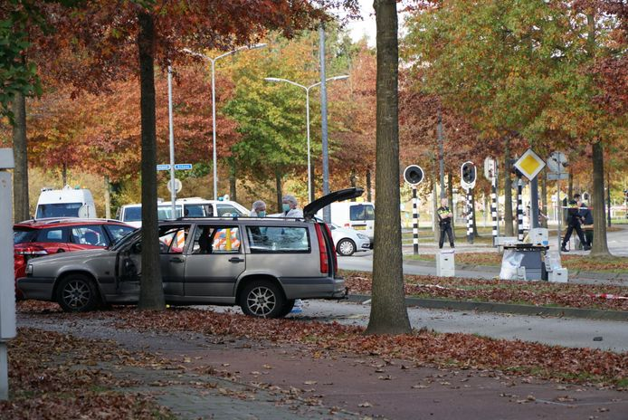 Het sporenonderzoek bij de betrokken auto's gaat ook maandag verder.