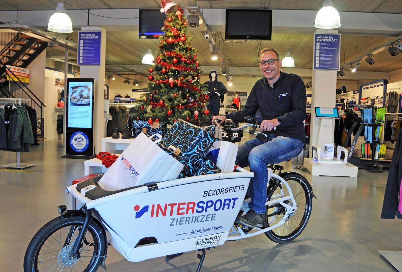 Bas van Boven was zes jaar bedrijfsleider en nu is hij eigenaar van Intersport in Zierikzee. Via sharefunding kan iedereen mede-eigenaar worden van de winkel.