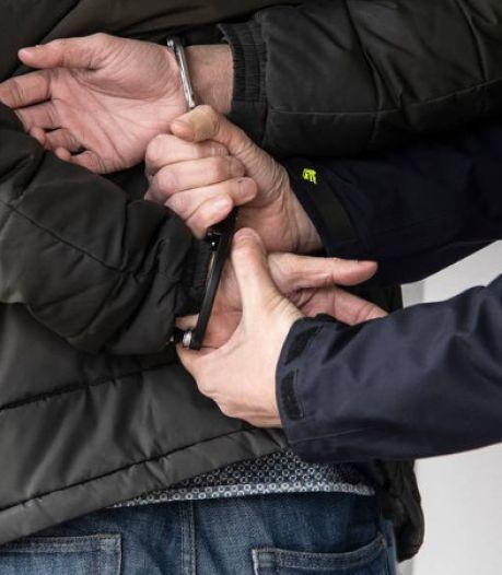 Man scheldt boa's en agenten uit in Tilburg en wordt opgepakt