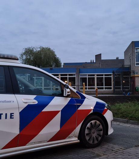 Hulpdiensten uitgerukt voor van schooldak gevallen persoon in Haaksbergen