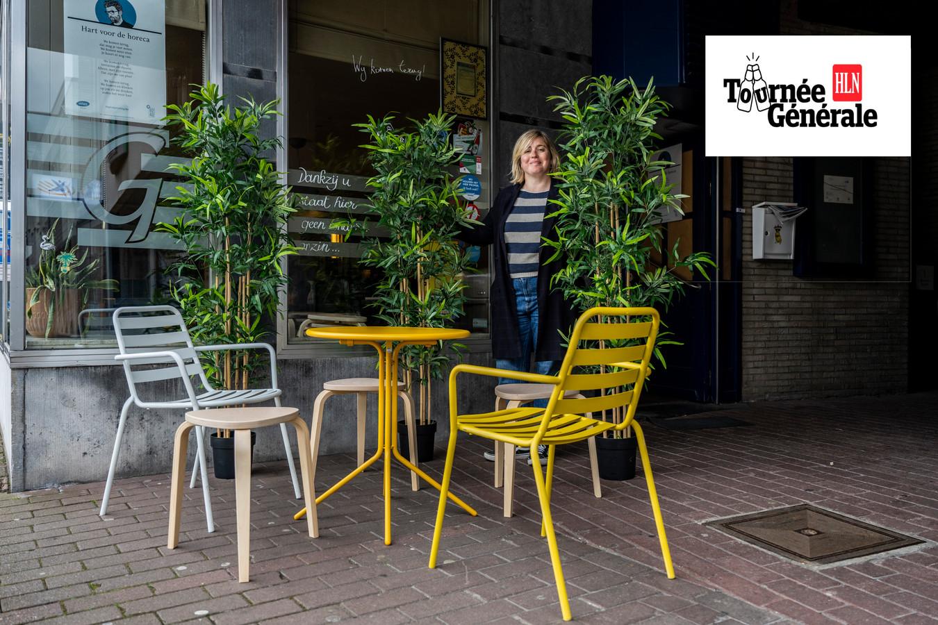 Lize De Paepe van het Gildenhuis in Zele heeft alvast wat groen voorzien om de heropening van haar terras op te fleuren.