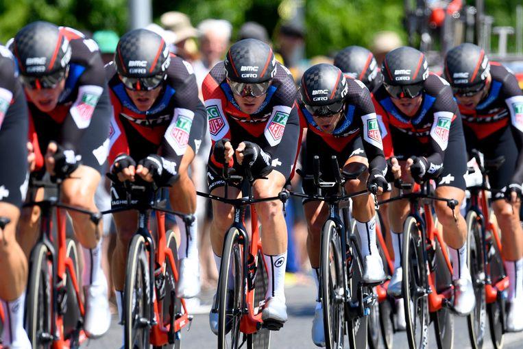 ► BMC raast met een gemiddelde snelheid van 45,80 km/u naar winst in Cholet. Beeld Photo News