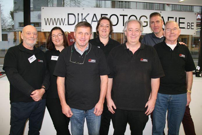 Het bestuur van Dika is klaar om 180 jaar fotografie te vieren