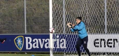 Kritiek PSV-keepster Sarasola valt verkeerd bij Getafe: 'Voetbal is meer dan alleen passen'