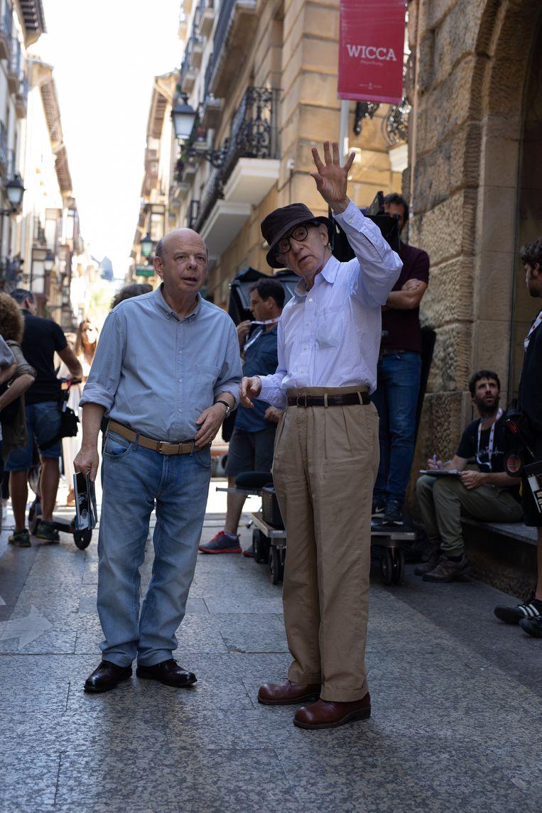 Woody Allen (rechts) op de set van het door hem geregisseerde Rifkin's Festival in 2020. Beeld The Mediapro Studio