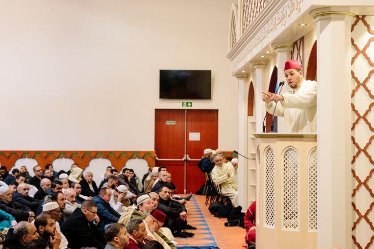 Imam Yassin Elforkani in de Moskee.  Beeld Marc Driessen