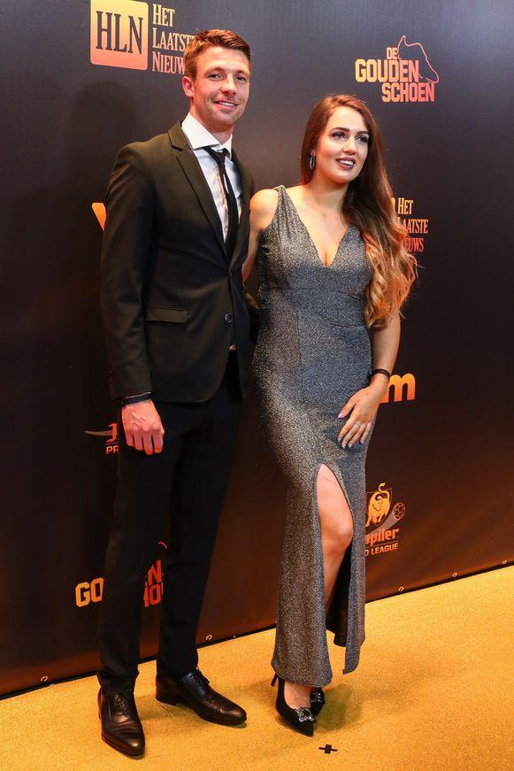 Brandon Mechele met vriendin Caroline.