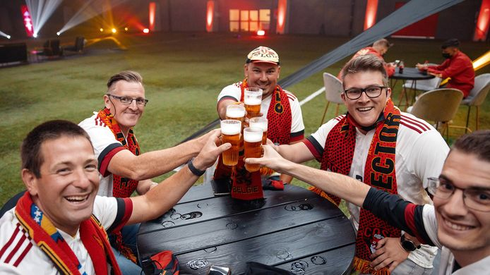 Fans van de Rode Duivels in het Proximus Basecamp