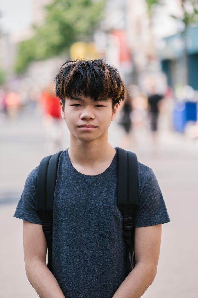 """Edison Tasang (17) volgt informaticabeheer. """"Ik ga voor een job als programmeur. Die zijn nodig."""