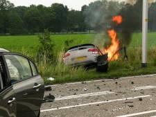 Auto vliegt in brand na frontale aanrijding op N731 bij Glane