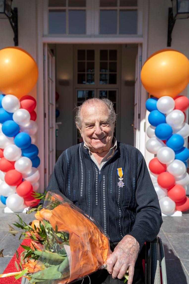 Ad Versluis was als vrijwillige havenmeester ook een mediator, aangezien leden nogal eens steggelden over de beste ligplaats: 'Dan regelden we etentjes voor de gezelligheid. Mosselavonden, barbecues en onbeperkt vis'. Beeld Werry Crone
