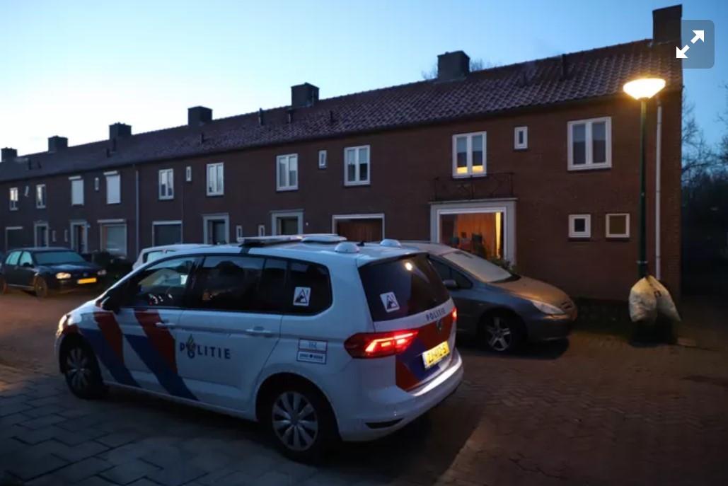 De politie deed in de vroege ochtend van de overval direct onderzoek in en rond de woning van het Syrische gezin.