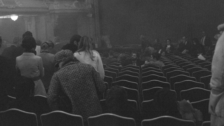 Verstoring van het toneelstuk Toller door Aktie Tomaat, 17 oktober 1969. Beeld anp