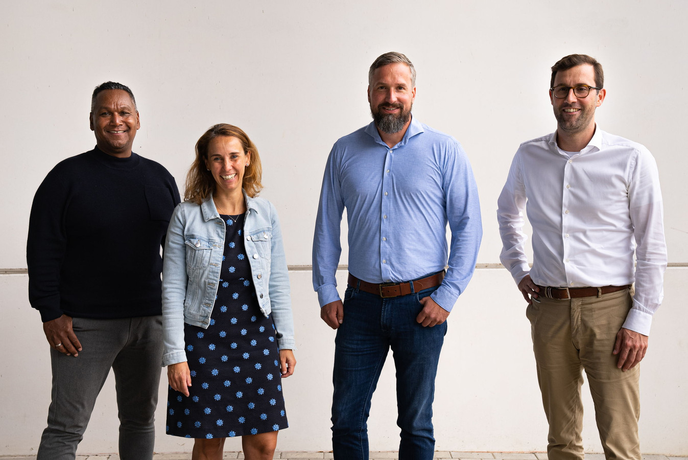 Vertegenwoordigers van de twee bedrijven, met directeur Frank Houtappels van We Provide (derde  van rechts) en topman Pieter Janssens van iO (vierde van rechts).