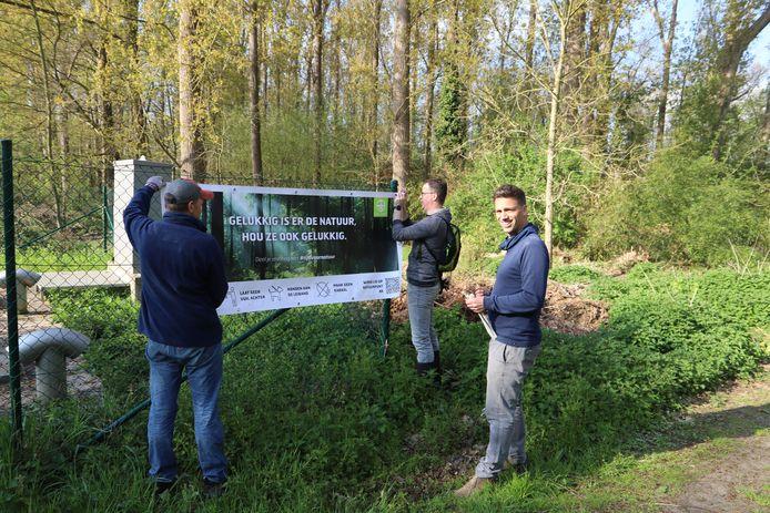 Het beheerteam voor Zennebeemden bevestigde een spandoek aan het gebied.