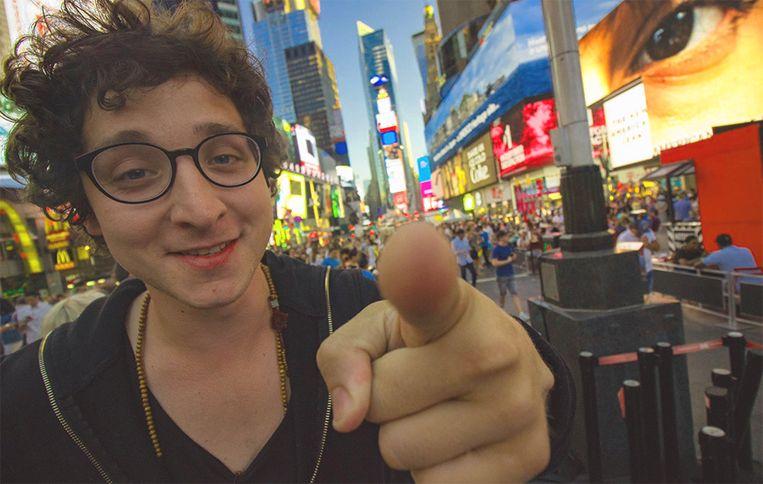 Wonderlijk Jonge goochelaar werd in twee jaar tijd miljonair met virale trucs VM-54